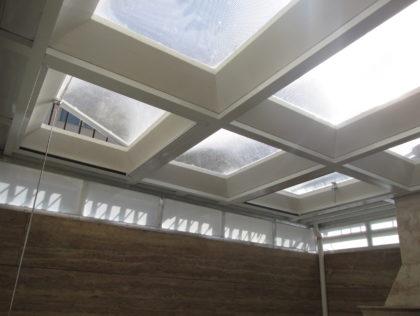 سقف کاذب حیاط خلوت و پوشش سقف آن با نورگیر حبابی