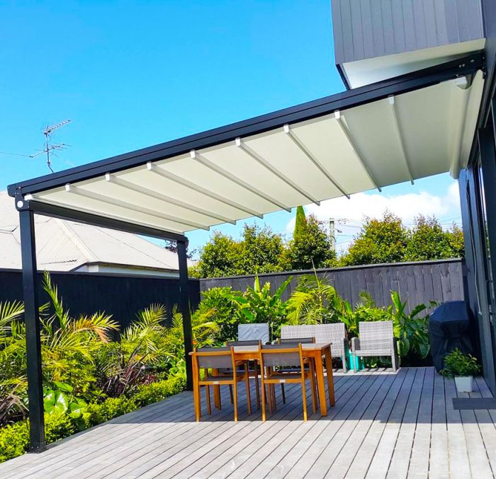 کاربرد سقف متحرک در حیاط خلوت